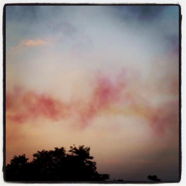 Cielo de Santander teñido por la Patrulla Águila. #santander #soymundial
